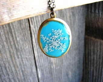 White Flowers Necklace Pressed Flower Necklace Blue Pendant Necklace Queen Anne's Lace Botanical Jewelry Resin Nature Pendant Garden Gift
