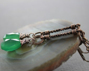 Long emerald green copper earrings with faceted briolette onyx stones on textured bars - Dangle earrings