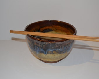 A rice/noodle bowl with a 2 cup capacity.
