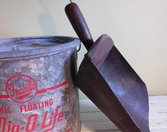 Vintage Grain and Feed Scoop / Wood and Metal / Primitive Farmhouse Tool