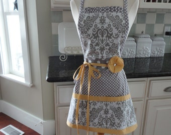 "Banana Cream Pie  ~  ""Pockets & More Style "" Women's Apron ~ 4RetroSisters"