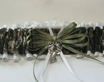 Toss White Mossy Oak CAMOUFLAGE wedding garters DEER CAMO garter /