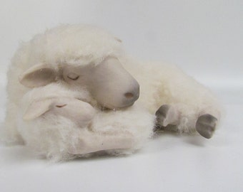 New Zealand Drysdale Sheep Figurine Sleeping With Lamb by Colin's Creatures