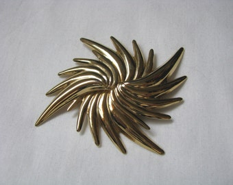 Bold & bright gold tone star burst swirl geometric brooch pin
