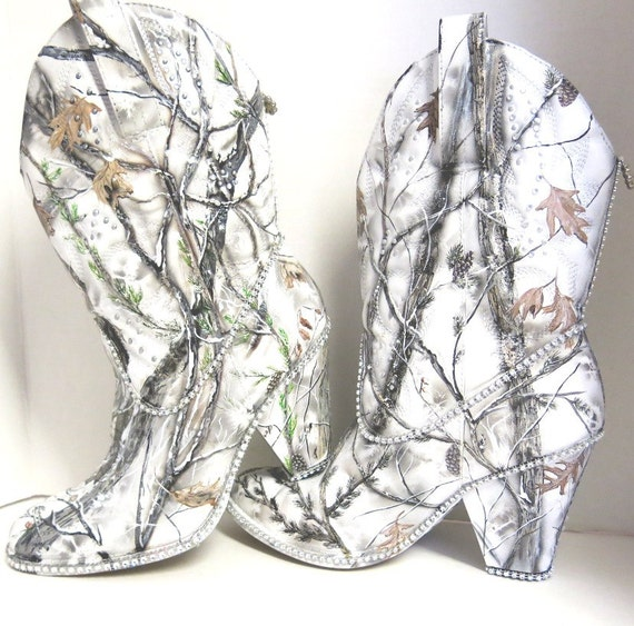 Snow White Camouflage women\'s western bridal boots. Hand