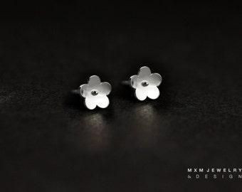 Little Daisy Flower Stud Earrings
