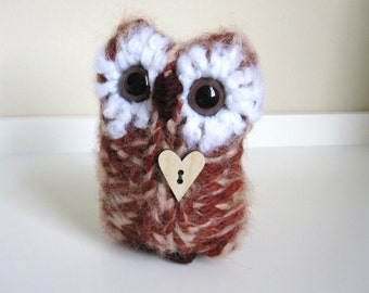Fall Foliage Wool and Mohair Owl, Plush Knitted Woodland Home Decor, Love Owl with wooden heart