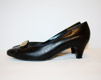 1990's Black Leather Pumps 7.5C Selby Vintage REtro 90's Hipster Office Gold Tone USA Kid Print