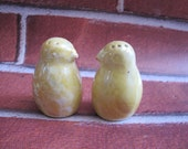 Adorable vintage CHICK salt -n- pepper  Bird Figurines  Decor chicken lustre