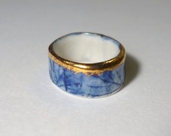 Delft blue porcelain ring with gold 'Rembrandt'