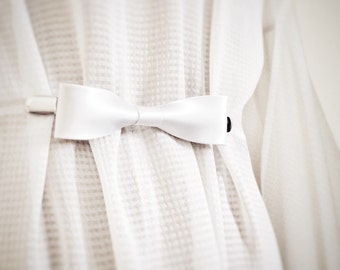 White Bow Tie Cinch Clip