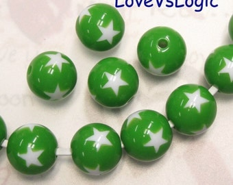 10 Lucite Beads with Stars. 2 Tones. 15mm. Forest Green with White Stars.