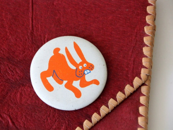 Vintage USSR pin, very lovely BUNNY