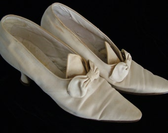SHOES Edwardian Ivory Fabric, Early 1900's Bow Trim