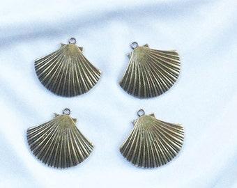 4 PCS Antique Bronze SHELL Pendants * Charms * Large 34mm x 30mm