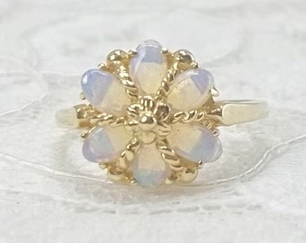 Vintage 14K Yellow Gold Opal Flower Ring Size 6