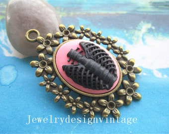 2pcs antiqued bronze 25x18mm black/pink skull ribs cabochon pendants