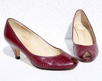 Deep Red Peep Toe Pumps - Vintage Naturalizer High Heels - Shoe Size 7M (USA) - Great Condition