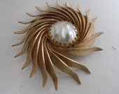 Vintage brooch, curved leaves and faux baroque pearl retro 1950s brooch, vintage jewelry