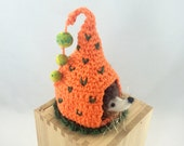 Pumpkin play house with needle felted baby hedgehog toy, child toy, nursery decor, crocheted play house, woodland toy