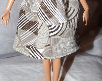 Fashion Doll Coordinates - Easy on elastc waist skirt in a tan, white & brown print - es314