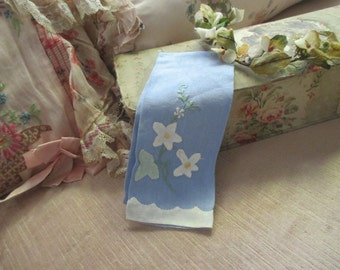 Vintage Shabby Chic Blue White Floral Applique Fingertip Towel M38