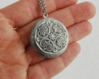 Irish Floral Locket Necklace, antique silver locket pendant,  vintage locket, Irish jewelry, romantic gift, wife gift, girlfriend gift