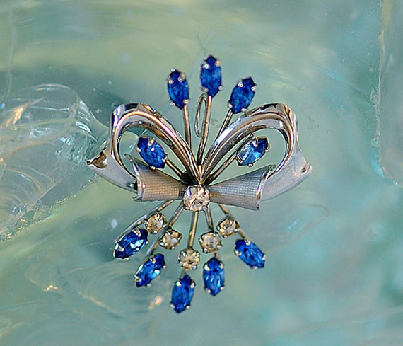 Vintage 14K White Gold Filled GF Bright Blue Rhinestone Pendant.. Signed (#55)