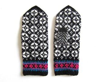 Size M: Handmade Wool Fair Isle Mittens