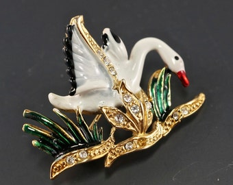 enamel SWAN BROOCH -  bird brooch - 1960s costume jewelry  - vintage.  No.002084