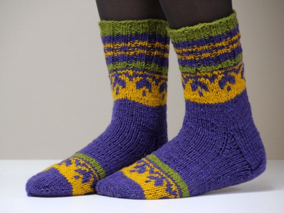 Very beautiful hand knitted Wool socks. Size - small US W 6.5-7, EU 37-37.5