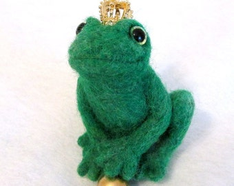 Needle Felted Frog, Frog Prince, Green Frog with Gold Crown, Wool Felted Animal, Fairy Tale Frog, Art Doll,