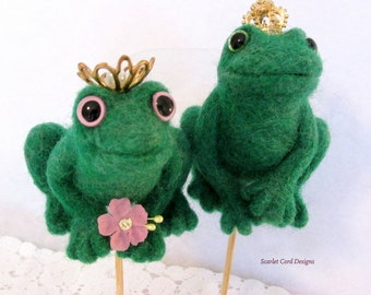 Wedding Cake Topper, Needle Felted Frog, Frog Prince, Princess Bride, Green Frog with Gold Crown, Felted Animal  Art Sculpture