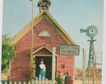 Little Red Schoolhouse, Knotts Berry Farm, California - Vintage Postcard - Unused (LLL)