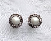 """Pearl Silver Vintage Wedding Pair Plugs Gauges Size: 2g (6mm), 0g (8mm), 00g (10mm), 1/2"""" (12mm), 9/16"""" (14mm), 5/8"""" (16mm), 3/4"""" (20mm)"""