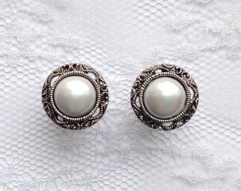 """Pearl Silver Vintage Wedding Pair Plugs Gauges Size: 2g (6mm), 0g (8mm), 00g (10mm), 1/2"""" (12mm), 9/16"""" (14mm), 5/8"""" (16mm), 3/4"""" (19mm)"""