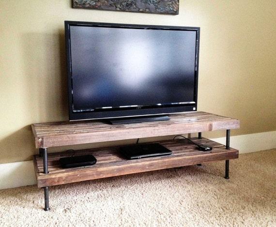 25 de rabais meuble tv vintage et moderne de bois. Black Bedroom Furniture Sets. Home Design Ideas