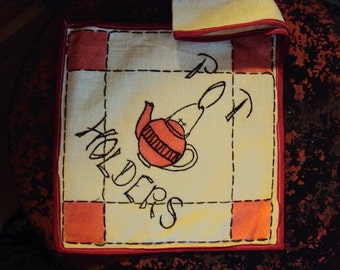 Vtg. Handmade Embroidered Pot Holder With 2 Hot Pads Unused