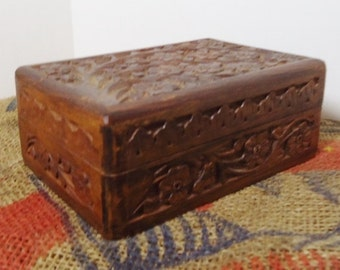 Gorgeous Carved Trinket/Jewelry Box (Floral)
