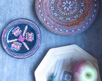 SALE///Vintage (3) Wooden Rustic Primitive Traditional Painted Decorative Plates Wall Hangings