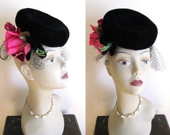 True Vintage 1930s - 40s Tilt Hat The Dayton Company Black Velvet w/ Pink Roses