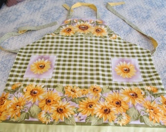 Apron featuring sunflowers , two pockets each side, Reversable Apron, ric rac trim on one side, cotton washable