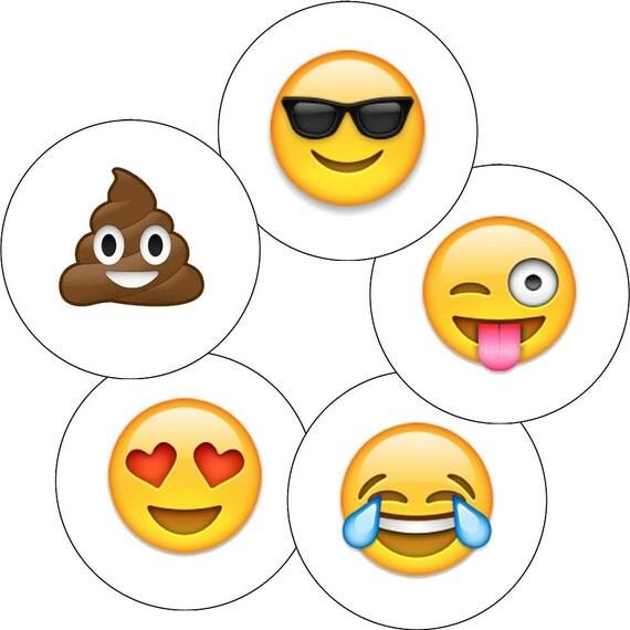 packung zu 5 emoji pin badges smiley gesicht emoticon herz. Black Bedroom Furniture Sets. Home Design Ideas