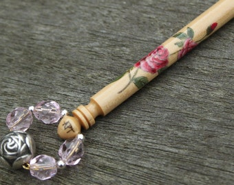 Spray of pale pink roses painted on Boxwood Midland lace bobbin