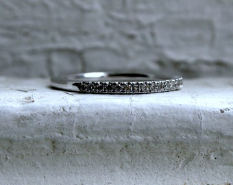 Thin Vintage 14K White Gold Diamond Wedding Band.