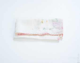 1930s Handkerchief // Embroidery, Cotton, Cotton Laced Trim. // Wedding Gift, Bridal Party Keepsake