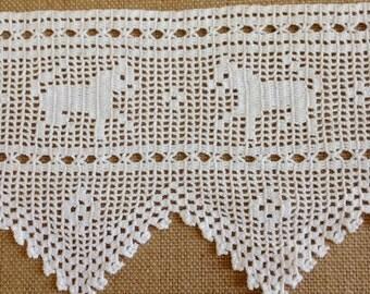 Pictorial Filet lace edging c1920-1930
