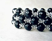Black Pearl Bracelet. Handmade Black and Silver Bracelets. Jet Black Onyx Beaded Stretch Bracelet. Simple Wedding Jewelry Gifts.