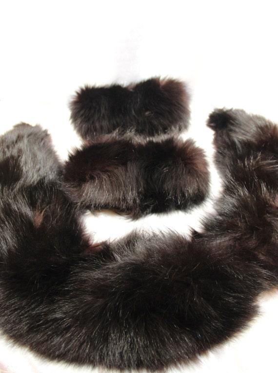 fourrure vison manchettes et collier col vrai fourrure. Black Bedroom Furniture Sets. Home Design Ideas