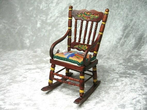 Mecedora con coj n dise o patchwork mueble miniatura - Mecedora diseno ...